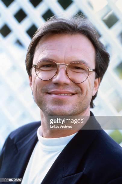 The singer, presenter and entertainer Wolfgang Lippert poses circa 21st November 1991.