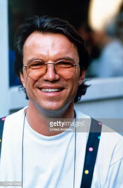 The singer, presenter and entertainer Wolfgang Lippert poses on 21st November 1991.