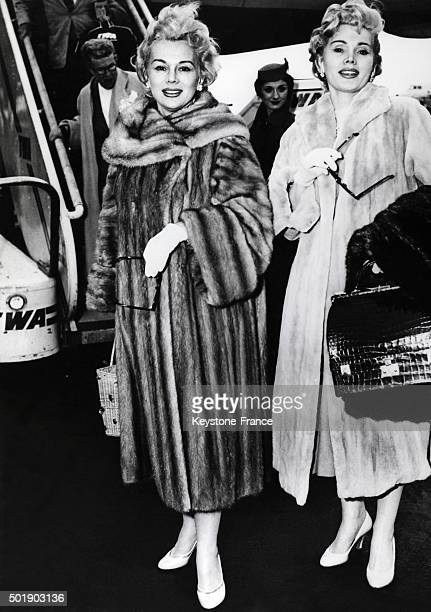 The sisters Gabor Eva and Zsa Zsa arrive at New York airport from Los Angeles for a charity auction in New York City circa 1950