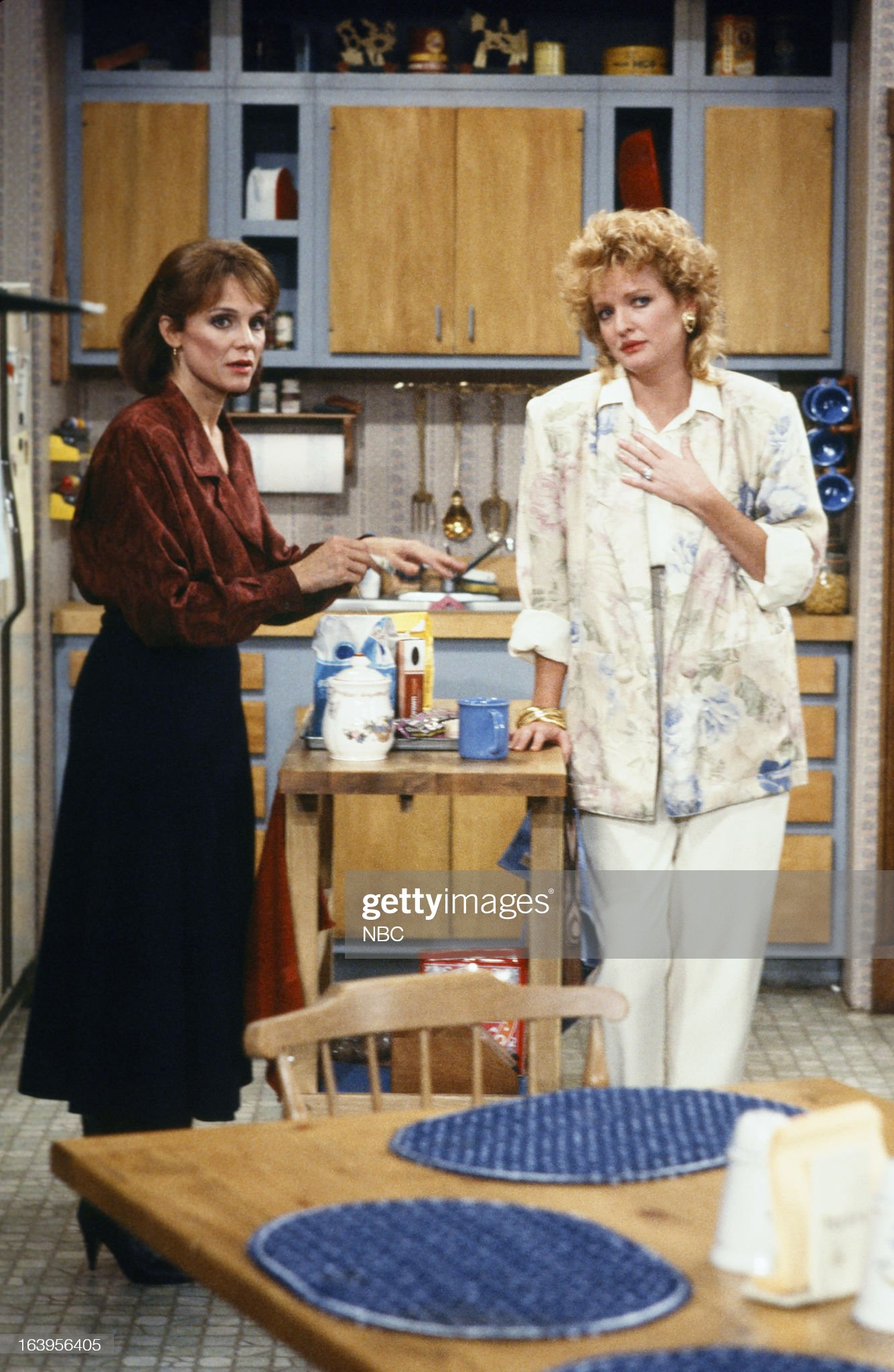 the-six-episode-102-pictured-valerie-harper-as-valerie-hogan-as-picture-id163956405