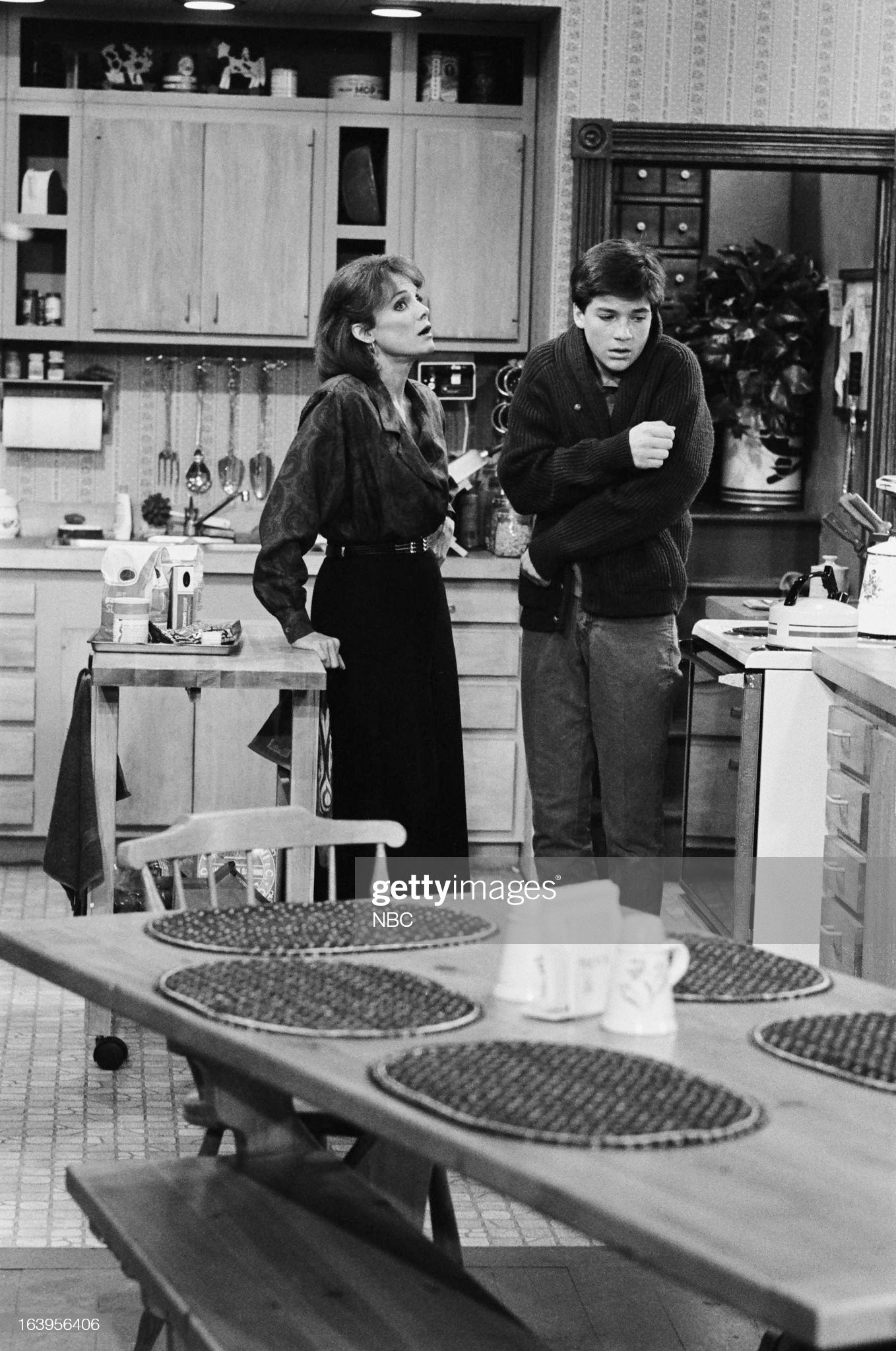 the-six-episode-102-pictured-valerie-harper-as-valerie-hogan-jason-picture-id163956406