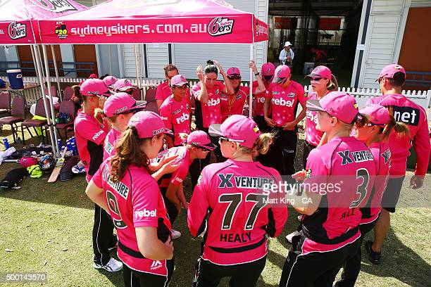 The Sixers form a huddle before taking to the pitch to field during the Women's Big Bash League match between the Sydney Thunder and the Sydney...