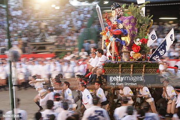 The sixth float 'NishiNagare' rushes through Seido Street of Kushida Jinja Shrine during the Hakata Gion Yamakasa festival on July 15 2006 in Fukuoka...