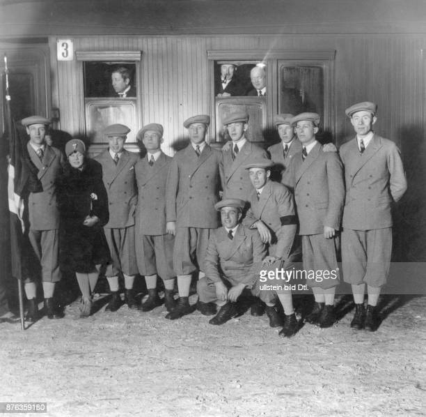 The ski team from Oslo during their visit in Berlin group picture at the train station Vintage property of ullstein bild