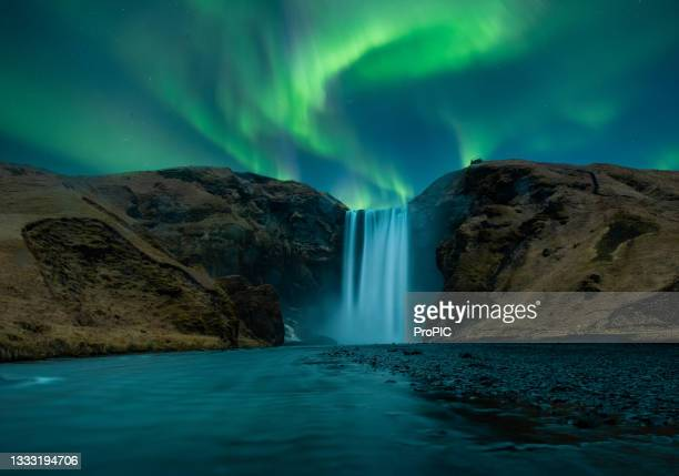 the skogafoss is one of the biggest waterfalls in the country, in iceland. - biggest stock pictures, royalty-free photos & images