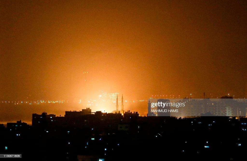TOPSHOT-PALESTINIAN-ISRAEL-GAZA-UNREST : Nachrichtenfoto