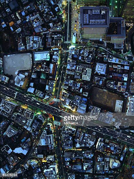 the sky aerophotograph of tokyo - overhead view of traffic on city street tokyo japan stock photos and pictures