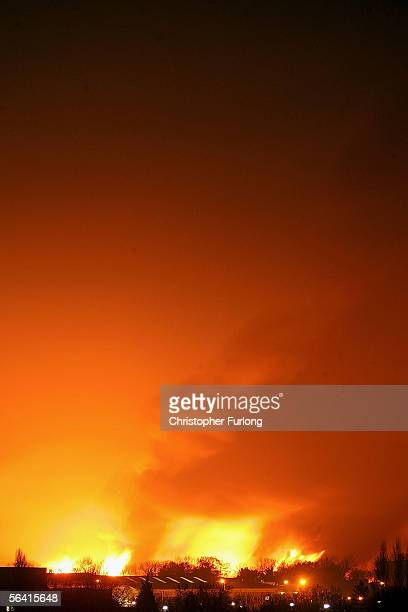 The sky over Hertfordshire is seen as the fire continues at Bruncefield oil depot on December 11 2005 in Hemel Hempstead England The explosions are...