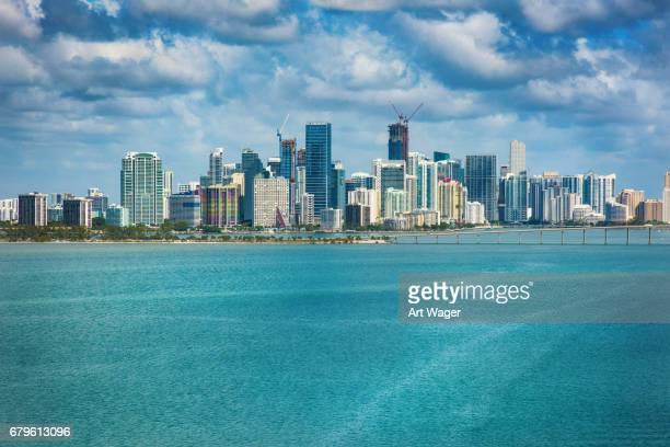 Die Skyline von Miami aus über Biscayne Bay