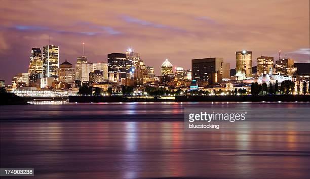 Vue de Montréal à la tombée de la nuit