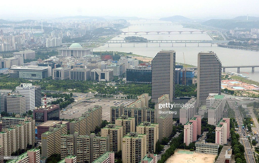The skyline of Seoul is seen from an elevated position in th : ニュース写真