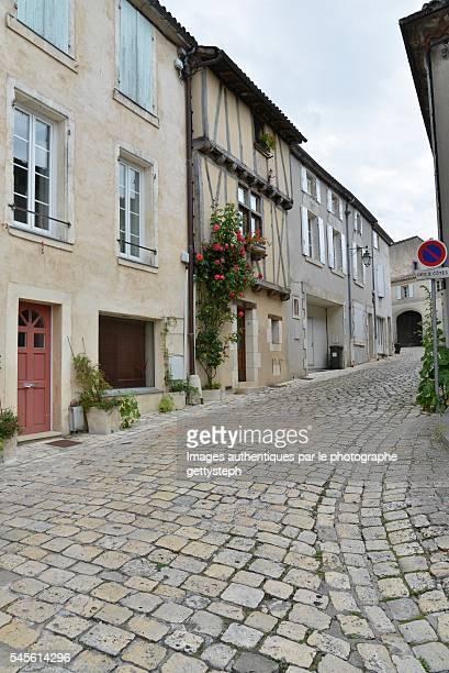the slope and paving alley - cognac - fotografias e filmes do acervo