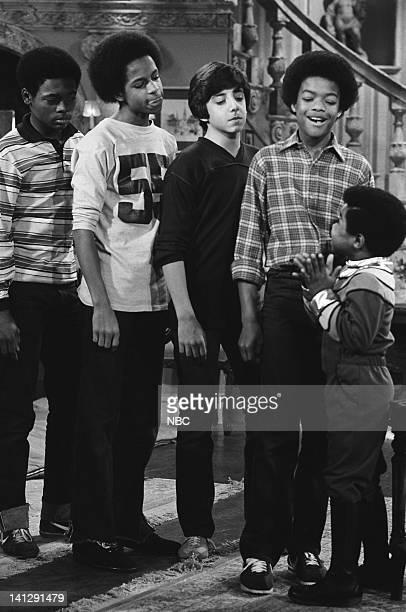 RENT STROKES The Slumber Party Episode 24 Pictured Tony Williams as Charles Anthony Thompkins as Vernon David Coburn as Jimmy Todd Bridges as Willis...