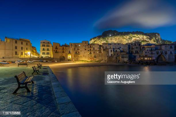 the small fisherman town of cefalù, palermo province, sicily, italy - giacomo palermo foto e immagini stock