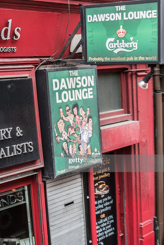 Der Kleinste Der Welt Der Pub In Dublin Stock-Foto - Getty