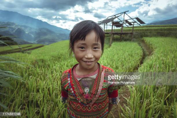 [ the smile of a poor child ] smiling faces, young children smiling and happy from rural part of vietnam - 東南アジア ストックフォトと画像