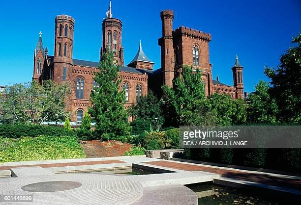 The Smithsonian Institution Building , Washington DC, District of Columbia, United States of America. Washington, Smithsonian Institute