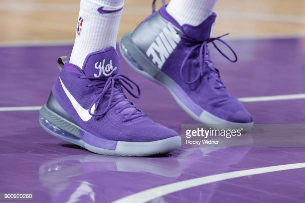 5b8334c3957052 The sneakers belonging to Vince Carter of the Sacramento Kings in a game  against the Phoenix