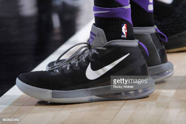 eb075efa7293a9 The sneakers belonging to Vince Carter of the Sacramento Kings in a game  against the Cleveland