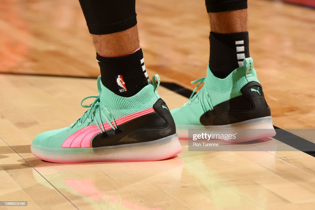0010892367b6 ... recently regarding the Raptors is that Kawhi Leonard has signed an  endorsement deal with New Balance. He s still wearing the Air Jordan 32 Low  on court