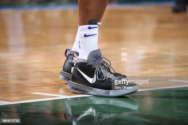 0f26d707b443e0 The sneakers of Vince Carter of the Sacramento Kings are seen during the  game against the
