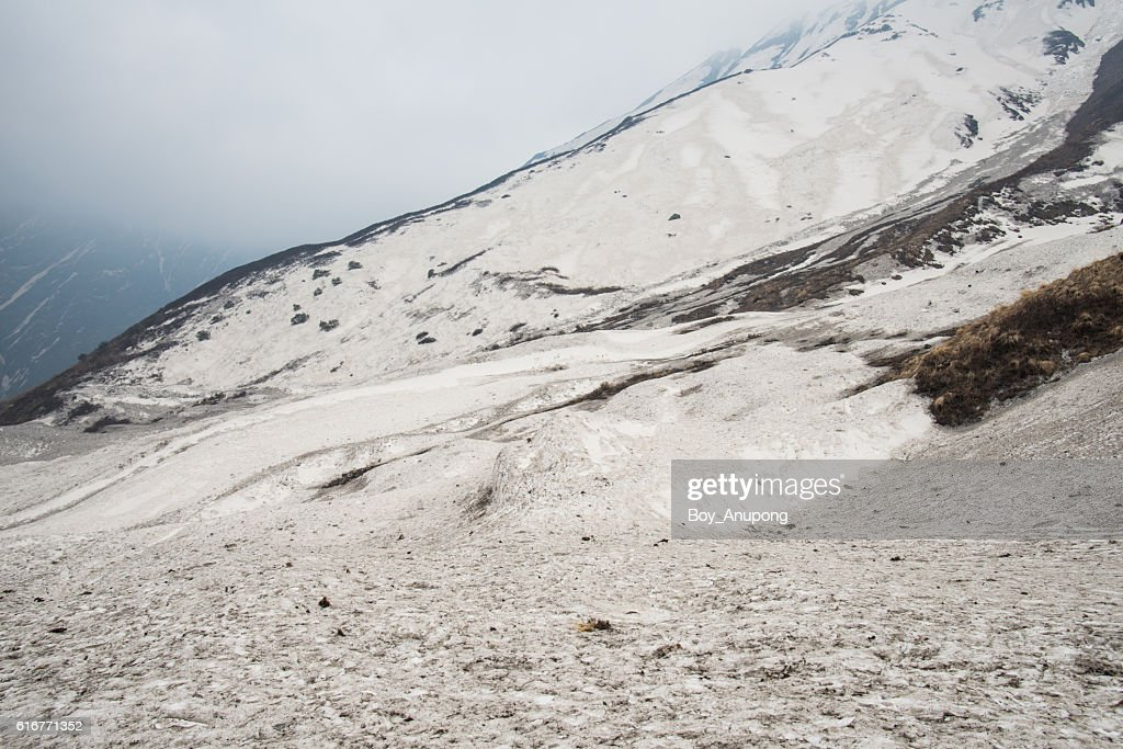 The snow covered the hills on the way to Annapurna base camp, Nepal. : Stock Photo