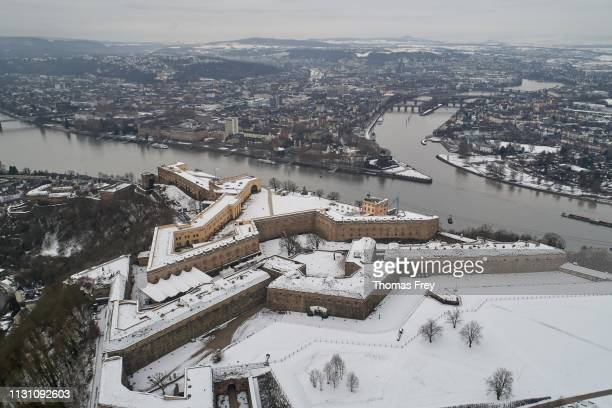 the snow-covered ehrenbreitstein fortress in koblenz high above the deutsches eck at the confluence of the rhine and moselle rivers, drone shot, koblenz, rhineland-palatinate, germany - コブレンツ ストックフォトと画像