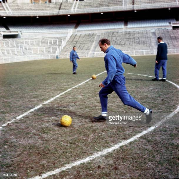 The soccer player Alfredo Di Stefano during a training in Santiago Bernabeu Stadium Madrid