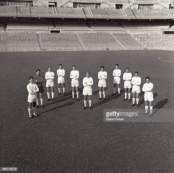 The soccer player Alfredo Di Stefano posses with all the team in 1963 Santiago Bernabeu Madrid