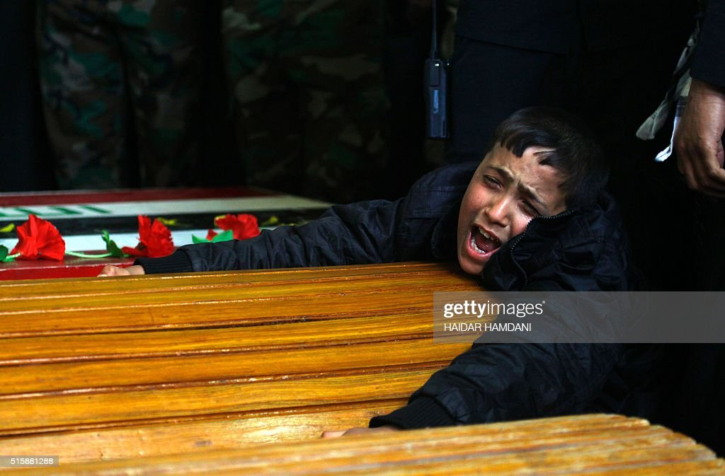 TOPSHOT-IRAQ-CONFLICT-FUNERAL : News Photo