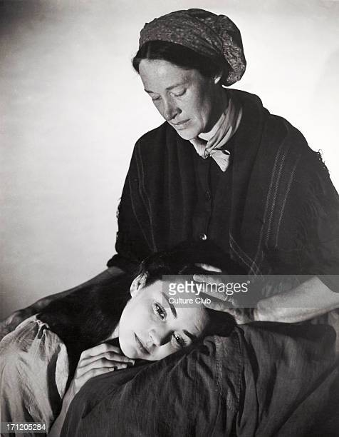 The Song of Bernadette portrait of the American actresses Jennifer Jones in the title role and Anne Revere as her mother in the 1943 film directed by...