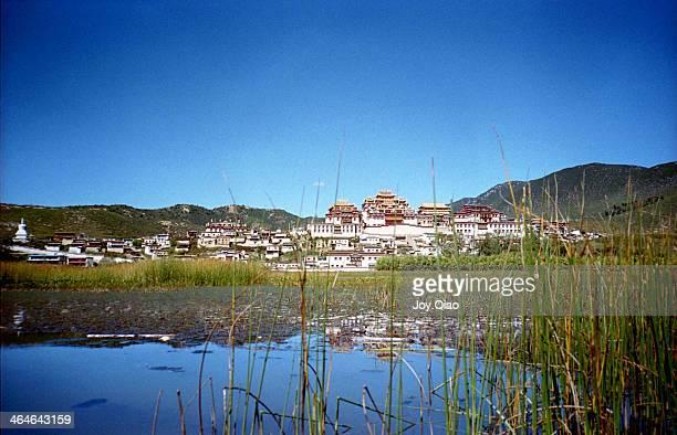 the songzanlin monastery - songzanlin monastery stockfoto's en -beelden