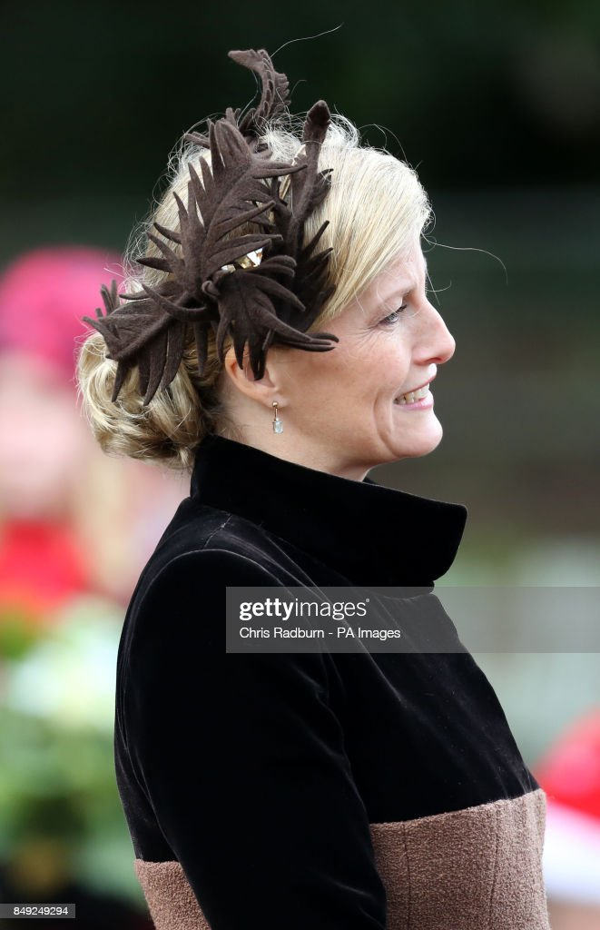 Royal attends Christmas Day church service : Foto jornalística