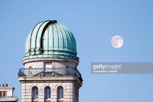 the sorbonne observatory in paris - cupola stockfoto's en -beelden