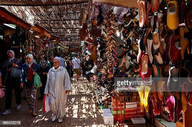 the souk in the medina of rabat, morocco - rabat maroc photos et images de collection