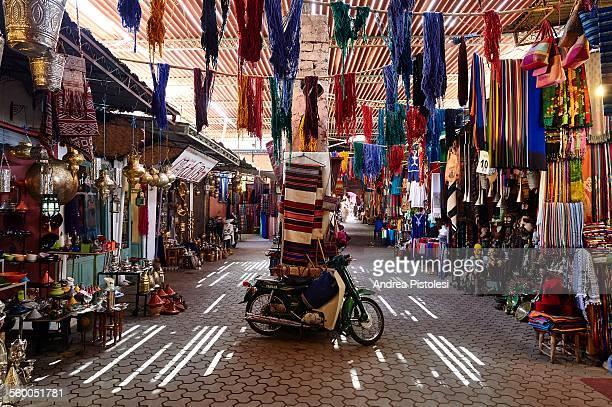 the souk of marrakech, morocco - cultura marroquí fotografías e imágenes de stock