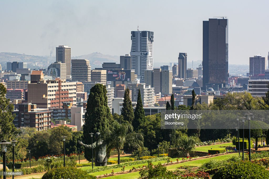 The South African Reserve Bank, South Africa's central bank, right ...