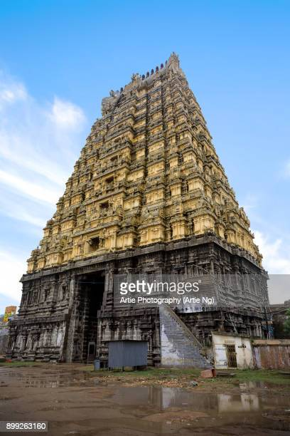 the south tower entrance shrine of ekambareswarar temple, kanchipuram, tamil nadu, south india - shiva lingam stock pictures, royalty-free photos & images