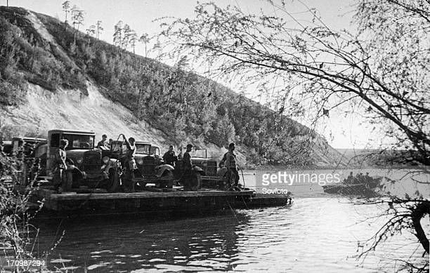 The southern front a pontonier unit carrying ammunition fuel and food crossing the river 'n' in close proximity to the front may 1942