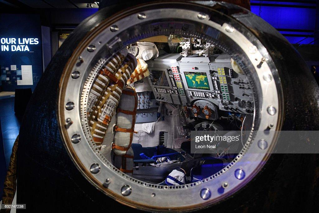 Tim Peake's Spaceship Is Installed At The Science Museum : Fotografía de noticias