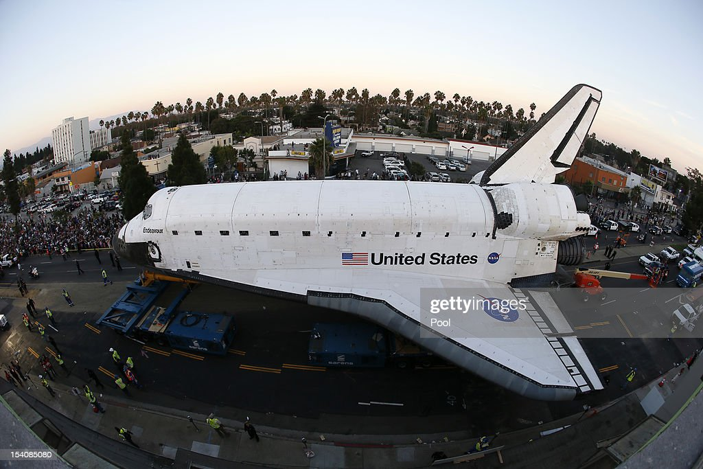 Space Shuttle Endeavour Makes 2-Day Trip Through LA Streets To Its Final Destination : News Photo