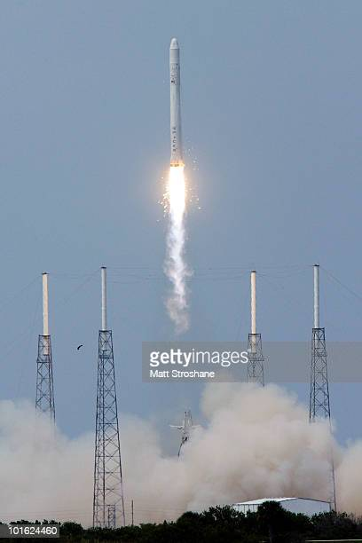 The SpaceX Falcon 9 test rocket lifts off of pad 40 at Cape Canaveral Air Force Station on June 4 2010 in Cape Canaveral Florida This is a test...