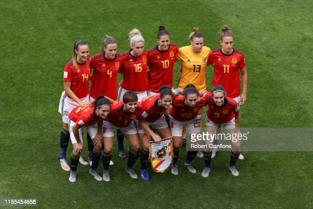 The Spain players line up for a team photo prior to the 2019 FIFA Women's World Cup France group B match between Germany and Spain at Stade du...