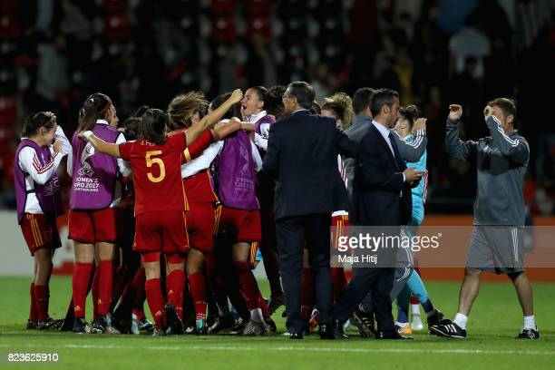 The Spain team celebrate qualifying after the Group D match between Scotland and Spain during the UEFA Women's Euro 2017 at Stadion De Adelaarshorst...