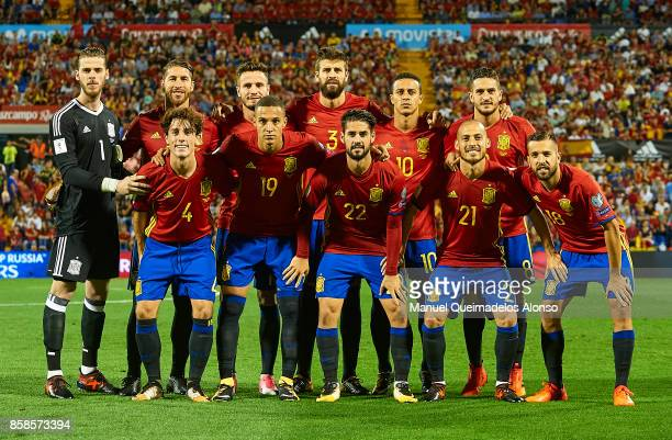 The Spain team line up for a photo prior to kick off during the FIFA 2018 World Cup Qualifier between Spain and Albania at Rico Perez Stadium on...