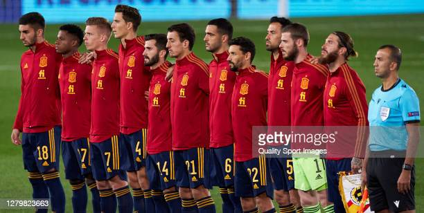 The Spain team line up for the national anthem prior to the during the UEFA Nations League group stage match between Spain and Switzerland at Estadio...