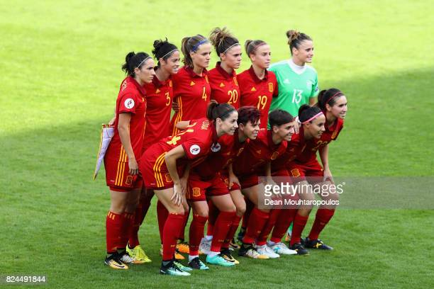 The Spain team pose for a team photo prior to the UEFA Women's Euro 2017 Quarter Final match between Austria and Spain at Koning Willem II Stadium on...