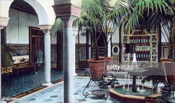 The Spaniards have namely some taken in the South of the Moorish design So we see here a patio in a house built in our time private home It is...