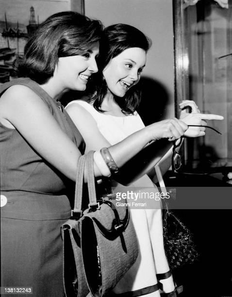 The Spanish actress and singers Recio Durcal and Concha Velasco walking in Barcelona Barcelona