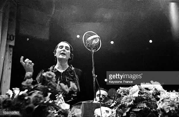 The Spanish delegate Dolores IBARRURI is presiding over a big meeting at the Velodrome d'Hiver in Paris in favour of the Spanish Government Behind...